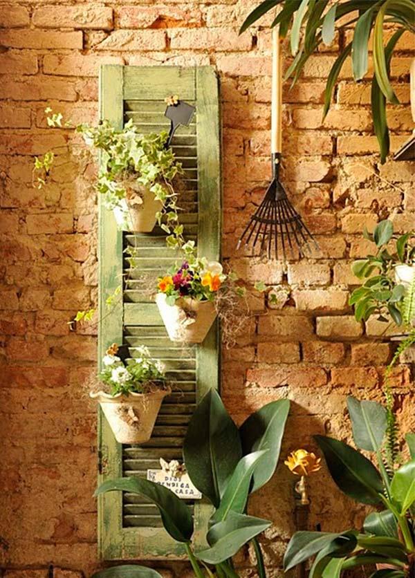 Fica rústico e charmoso esse porta vasos de janela