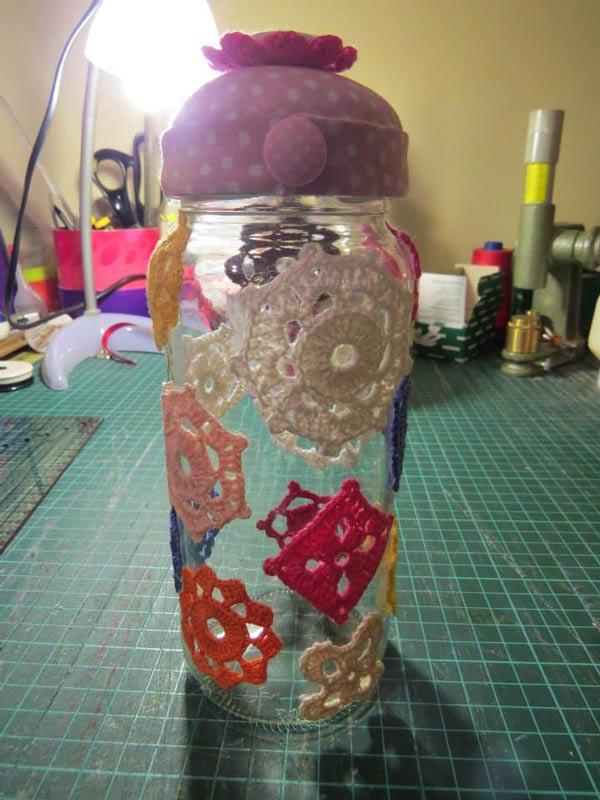 Pote de Vidro Decorado com Crochê - Artesanato na Rede