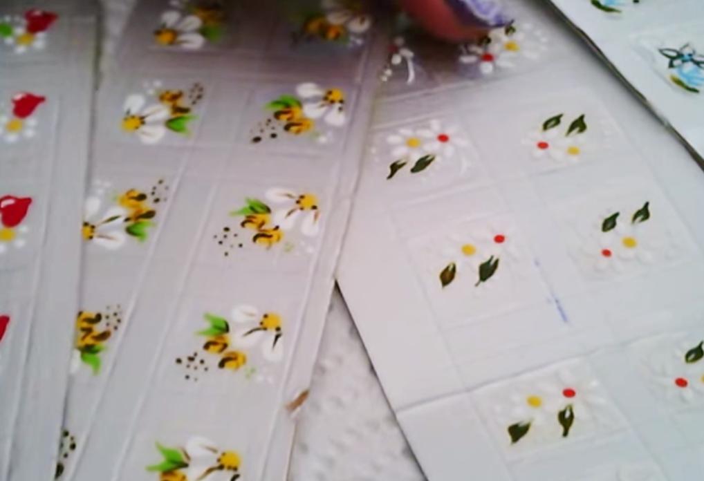 Como Fazer Adesivos Para as Unhas com Caixa de Leite - Artesanato na
