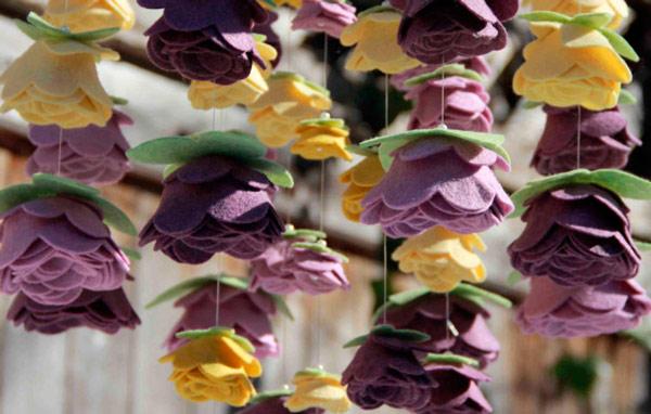 Chuva de flores de feltro
