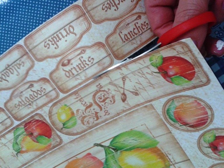 Separe os recortes para utilizar na decoração do caderno.