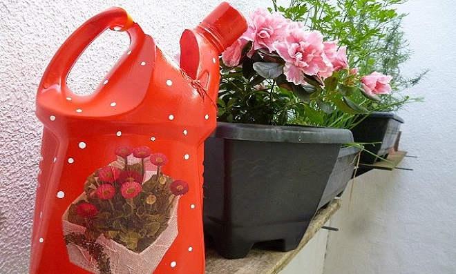 Regador de plantas com material reciclável