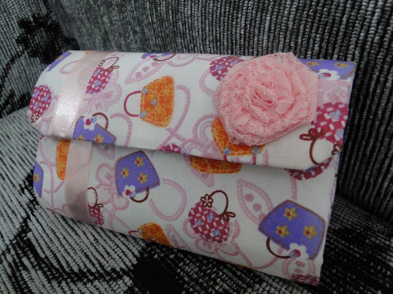 57df453be Bolsinha de festa feita com caixa de leite - Artesanato na Rede