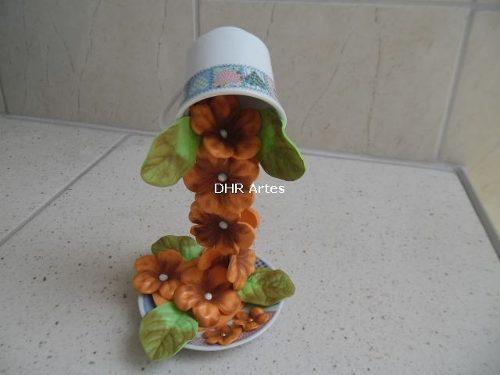 xicara-decorada-com-cascata-de-flores-18023-MLB20148673230_082014-O