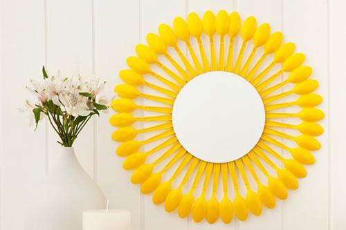 espelho de colheres amarelo