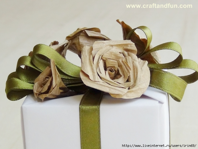 embalgem-decorada-com-flores-de-papel-kraft