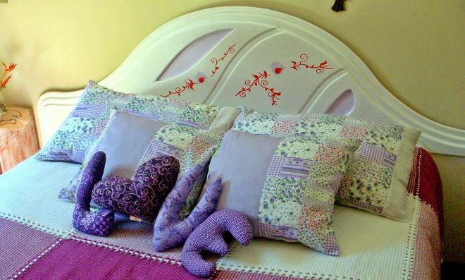 cama e cabeceira de madeira