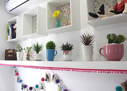 Decore sua casa com plantas suculentas dentro de canecas e xícaras
