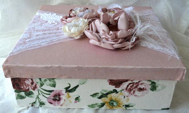 Muito vintage! Linda caixa MDF feita com tecidos e rendas
