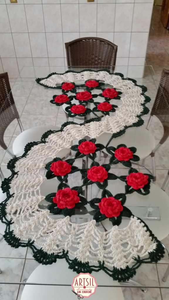 caminho-de-mesa-rosas-vermelhas-art-sil-3