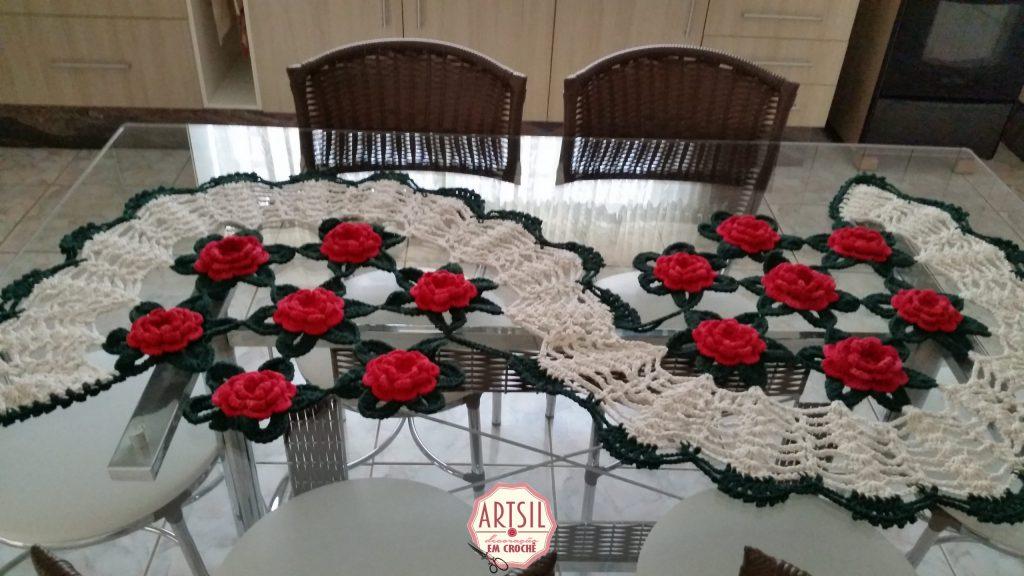 caminho-de-mesa-rosas-vermelhas-art-sil-4