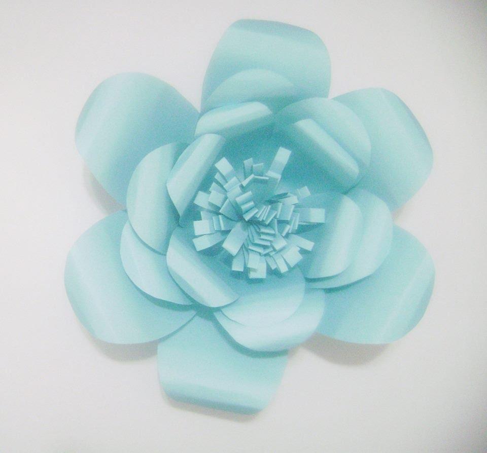 rosa-de-papel-gigante-azul-clarinha