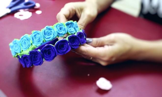 Aprenda como fazer uma flor de feltro para tiara