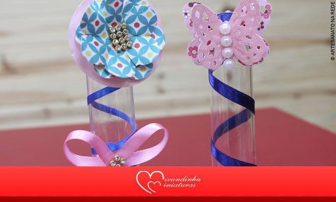 Tubete decorado com borboleta de papel, laço e meia pérola - Imagem Detalhada