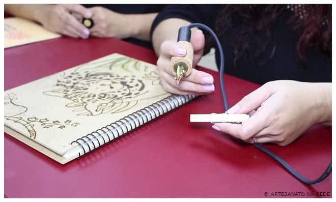 Alessandra Palante faz sucesso com a técnica de pirografia - Mega Artesanal