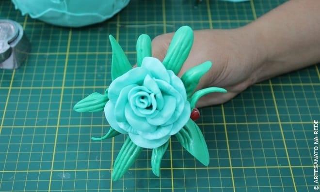 Aprenda como fazer topiaria com flores de EVA e isopor - Imagem destacada